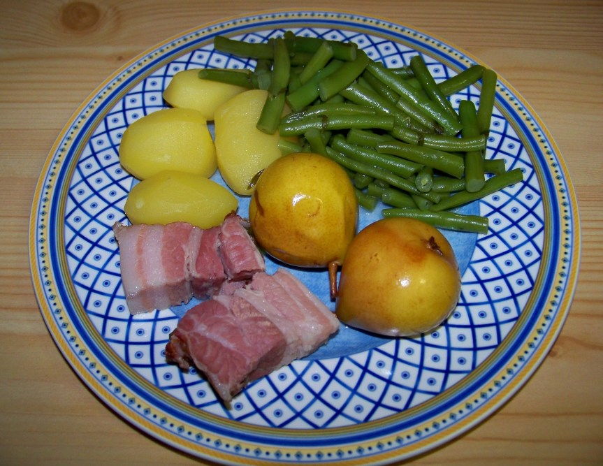 A traditional North German dish: Birnen, Bohnen, Speck